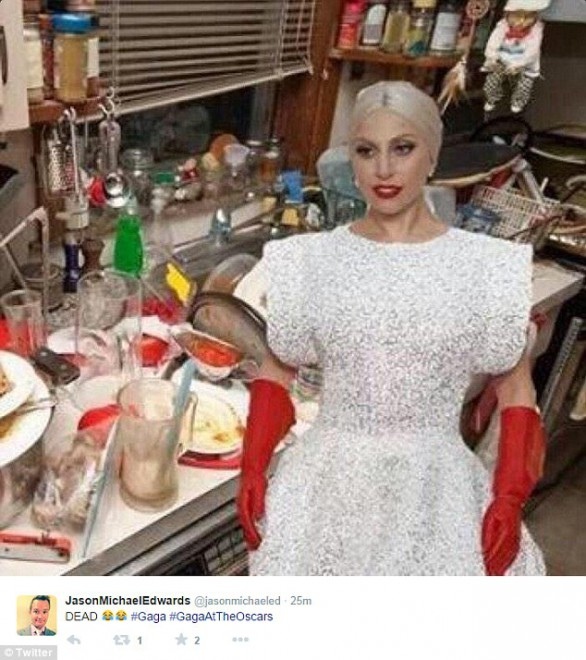 25F8BF5F00000578-2964624-Time_to_wash_up_Gaga_is_ready_to_wash_the_dirty_dishes-a-67_1424663455319