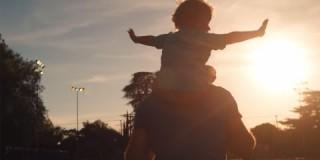 Ta video je ganljiv video je dokaz, kako nepogrešljivi so očetje!