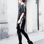 Svetleča obleka + usnjeni gležnarji s petko