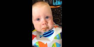 Video dneva: Dojenčka mamimo petje ganilo do solz