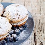 borovničevi muffini z belo čokolado
