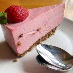 Jagodni cheesecake brez pečenja in brez želatine